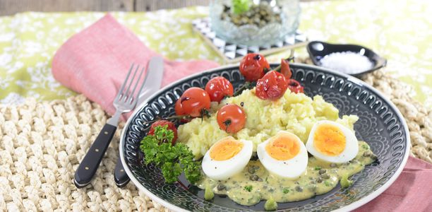 rezept eier in senfsauce mit wasabi p ree und gebratenen kirschtomaten. Black Bedroom Furniture Sets. Home Design Ideas